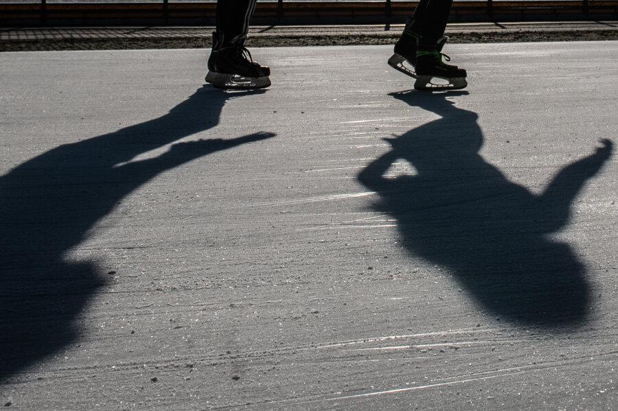 Schlittschuhlaufen im Freibad: Stadtrat gibt für Eisbahn in Oelsnitz/V. grünes Licht