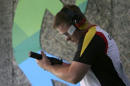 Oliver Geis holt sich mit der Schnellfeuerpistole Silber