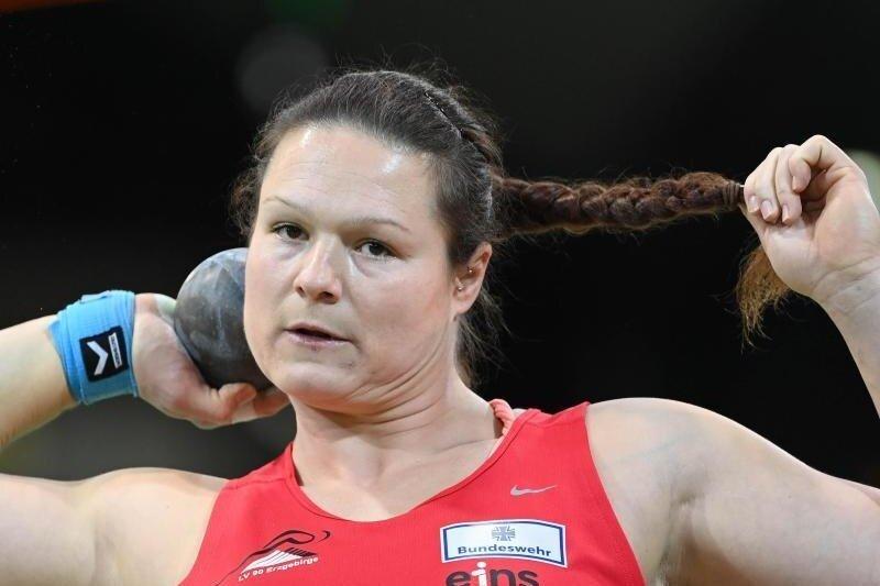Kugelstoßerin Christina Schwanitz vom LV Erzgebirge hat bei der Hallen-EM der Leichtathleten im polnischen Torun am Freitagabend Bronze gewonnen.