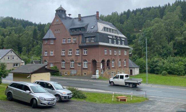 Das ehemalige Rathaus von Zwota kann 2025 auf sein 100-jähriges Bestehen blicken. Jetzt steht eine grundlegende Sanierung an.