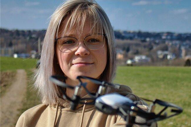 Zum Equipment von Nataly Gottberg gehört auch eine kleine Drohne. Foto: Laura Pisch
