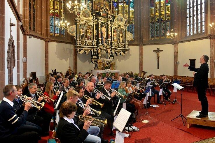 Mit einem Festgottesdienst wurde am Sonntag das 111-jährige Bestehen des Posaunenchors in der Stadtkirche Mittweida gefeiert.