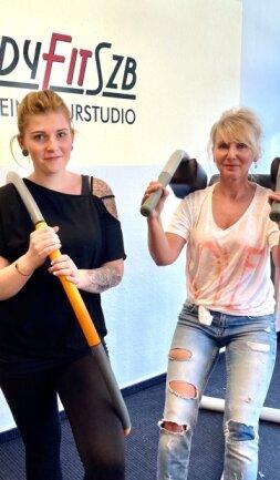 """Die Trainerinnen Linda Loosen (links) und Sabine Wank freuen sich auf Montag: Dann öffnet das """"Lady fit"""" in Schwarzenberg wieder seine Pforten - und viele Frauen haben sich schon angemeldet."""