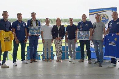 Die Vertreter der SG Handwerk Rabenstein (links), des Chemnitzer FC (Mitte) und des VfB Fortuna Chemnitz haben eine Kooperationsvereinbarung unterschrieben.