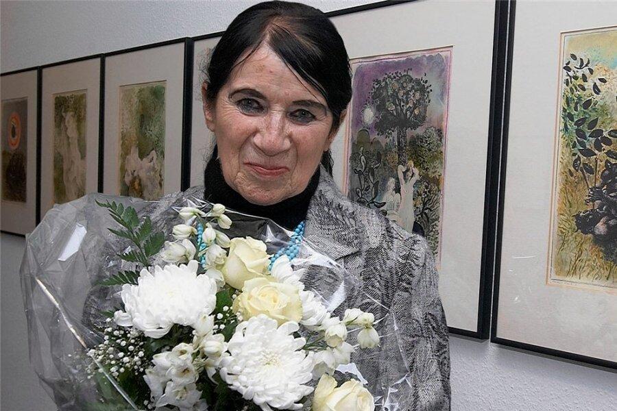 Ursula Mattheuer-Neustädt bei der Eröffnung einer ihrer Ausstellungen in der Kunsthalle Reichenbach.