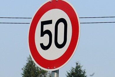 In Lauterbach gilt an der Hofer Straße in Höhe Abzweig Fuchspöhler Weg Tempo 50 (Symbolfoto).