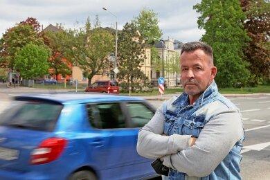 Mike Kocima stößt bei der Medizinersuche in Zwickau auf ungeahnte Probleme.