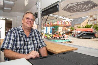 Christian Farmbauer bietet Pulled Pork auf Ciabatta-Brötchen an. Sein Foodtruck steht dieses Wochenende auf dem Mittweidaer Markt.