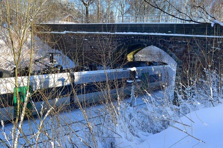 Die Bahnstrecke zwischen Mittweida und Erlau ist laut Stadtverwaltung 2020 gesperrt. In dieser Zeit soll eine neue Brücke gebaut werden. Kosten: geschätzt 1,3 Millionen Euro.