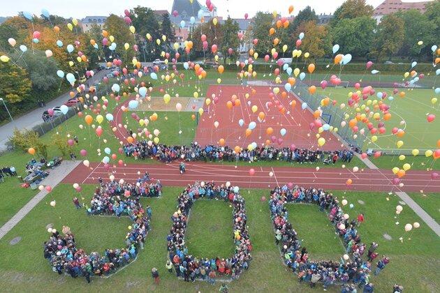 500 Ballons für 500 Jahre Geschwister-Scholl-Gymnasium in Freiberg