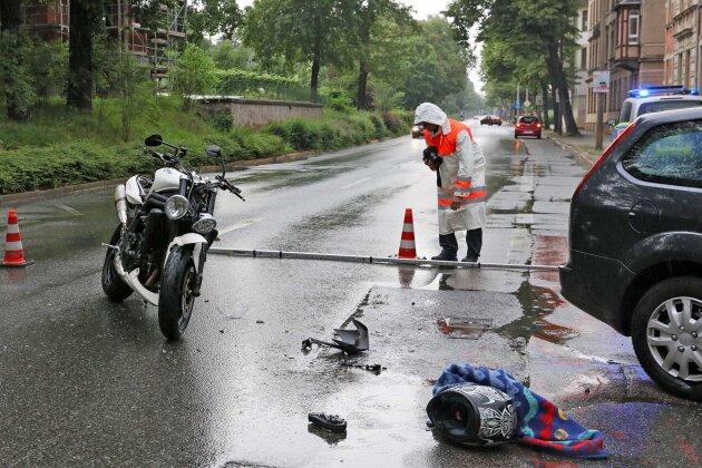 Zwickau: Motorradfahrer bei Zusammenstoß schwer verletzt