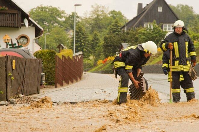 Braune Brühe spülte es von den Feldern ins Dorf herein und überfluteten mehrere Grundstücke wie hier an der Rudolf-Breitscheid-Straße.