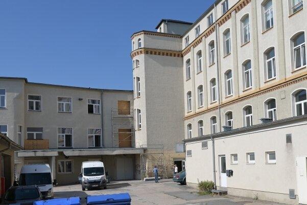 Derzeit ist in dem großen Gebäude nur der Thalheimer Kegeltreff beheimatet. Das soll sich aber ändern, mehr Wohnungen entstehen.