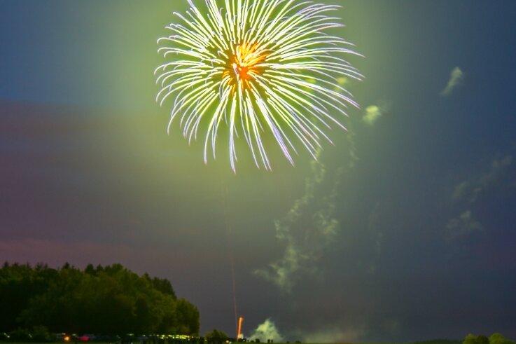 """Nach dem """"Erzleuchten"""" Ende Mai, als von vier verschiedenen Anhöhen im Erzgebirge Feuerwerk abgeschossen wurde, steht am Samstag in Borstendorf eine große Pyroshow auf dem Programm."""