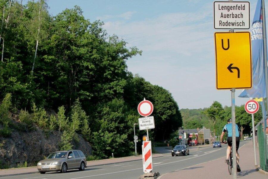 Autofahrer, die an der Göltzschtalstraße der Umleitung folgen, ahnen nicht, dass sie in zwei Minuten im Stadtzentrum Lengenfeld wären.
