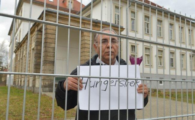 Der Iraner Ali Assadi streikt: Nach 17 Jahren im Heim, hier an der Chemnitzer Straße in Freiberg, ringt er um seine Menschenwürde.