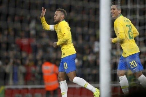 Neymar (l.) erlöste Brasilien