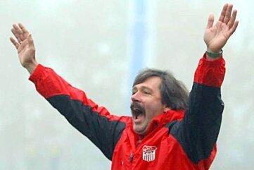 Peter Keller bejubelt als FSV-Trainer das 4:1 gegen Borea Dresden 2008.