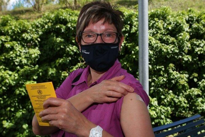 Katrin Ufer, stellvertretende Schichtleiterin bei Turck, hat sich impfen lassen. Nicht zuletzt auch deshalb, weil sie so ihre 84-jährige Mutter schützen will, zu der sie regelmäßig Kontakt hat.