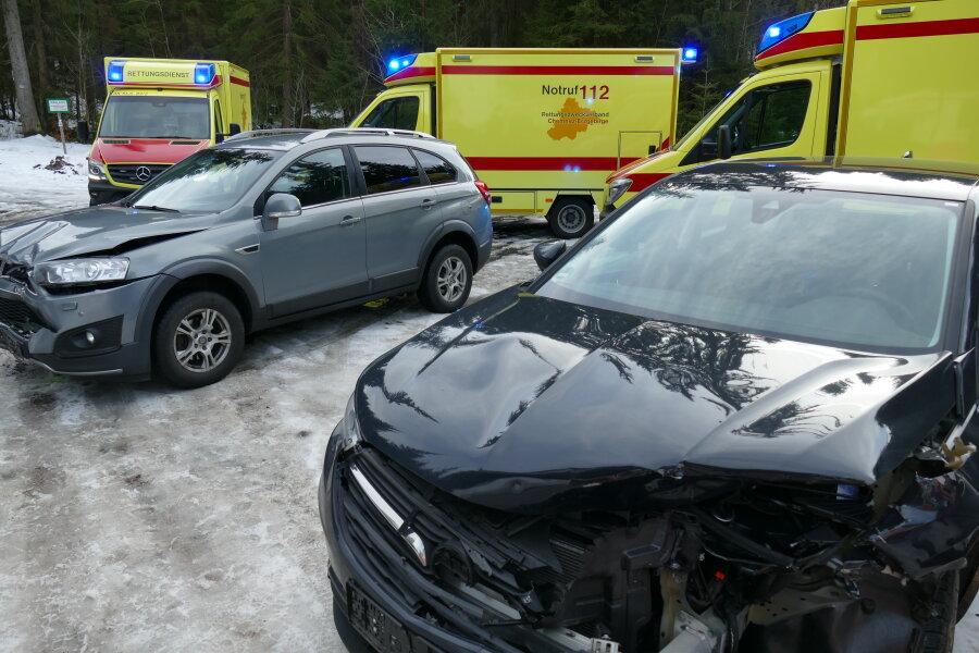 Autos kollidieren bei Wildenthal
