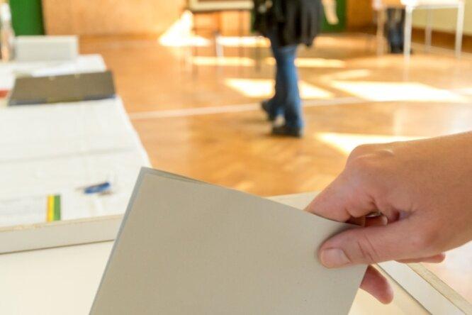 Die Stimmabgabe wie hier im Olbernhauer Ortsteil Niederneuschönberg ist im Erzgebirgskreis überall ruhig abgelaufen.