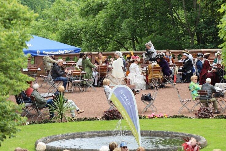 Mittelsächsischer Kultursommer und Schloss hatten zur historischen Kaffeezeit in den Schlosspark Lichtenwalde eingeladen.