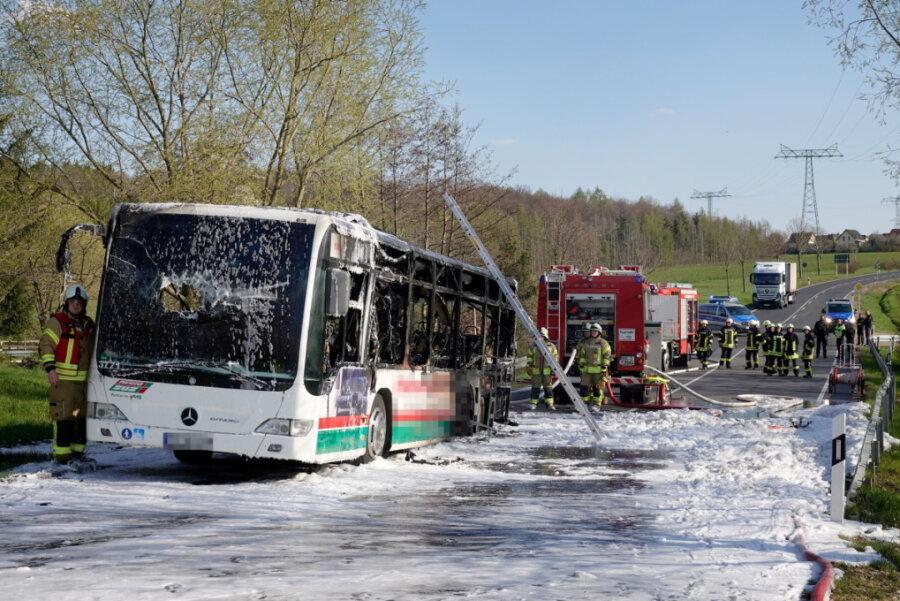 Burgstädt: Bus vollständig ausgebrannt