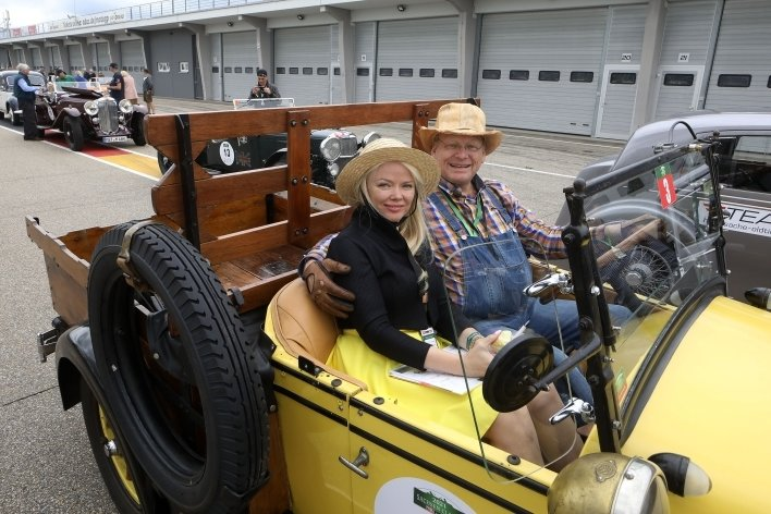 Natalia und Christian Mehl im Chevrolet National AB, Baujahr 1828.