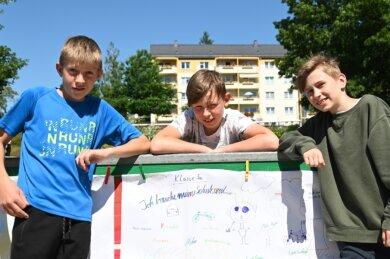 Die Zschorlauer Schüler Eric Tanner, Luca Opitz und Moritz Weiß (von links) aus der Klasse 5a waren an der Plakat-Aktion beteiligt.