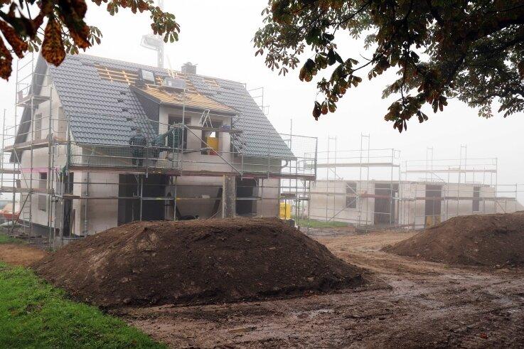 An der Kastanienallee im Brand-Erbisdorfer Stadtteil Langenau entstehen derzeit neue Eigenheime.