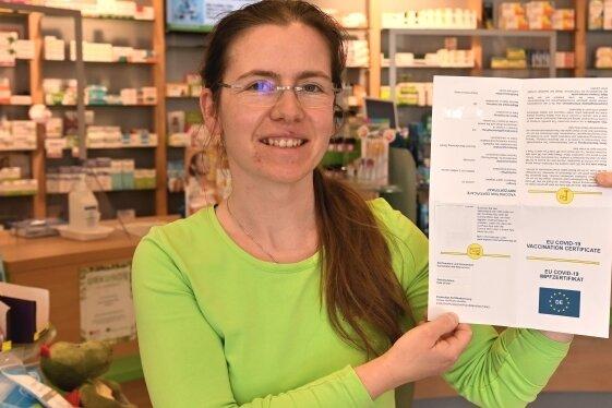 Apothekerin Franziska Wagner hat am Montag für einige Kunden digitale Impfzertifikate ausgestellt.