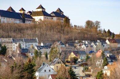 """Wir haben es geschafft"""", schrieb der Augustusburger Bürgermeister Dirk Neubauer (SPD) auf seiner Facebook-Seite. In dieser Woche werde man den Antrag für das Modellprojekt """"Covid-Exit Augustusburg"""" stellen."""