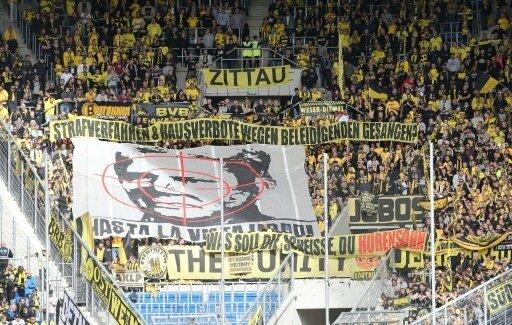 Geschmacklose Banner im Dortmund-Fanblock in Hoffenheim