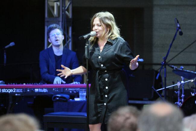 Annett Louisan und Sascha Stiehler beim Konzert in Planitz.
