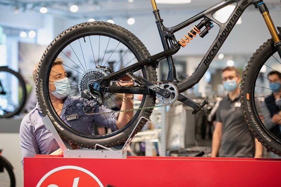 Verkaufen, bis die Lager leer sind: Viele Händler sind optimistisch, gleichzeitig aber auch erschöpft vom Stress des Coronajahres, sagt Albert Herresthal vom Verbund Service und Fahrrad.