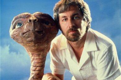 E.T. und sein geistiger Vater Steven Spielberg im Jahr der Weltpremiere des Kultstreifens.