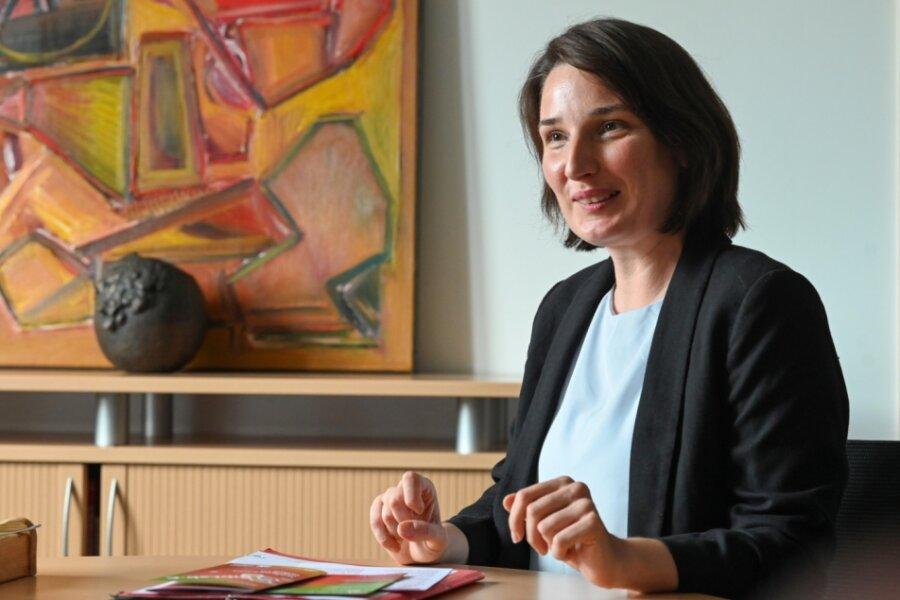 Corinna Meinel leitet seit Anfang September die Stadtbibliothek und ist damit die Nachfolgerin von Elke Beer. Die gebürtige Mittelsächsin möchte die Einrichtung als Begegnungs- und Kulturort mitten in der Stadt weiter ausbauen.
