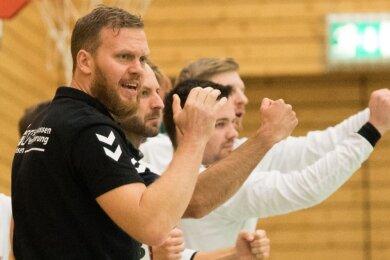 Gemeinsam in die neue Saison: Die HSG-Handballer um Trainer Alexander Matschos bleiben bis auf eine Ausnahme zusammen.