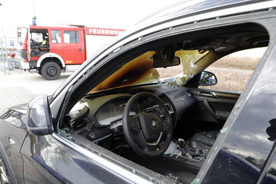 Ein BMW ist am Dienstagnachmittag in Röhrsdorf in Brand geraten.