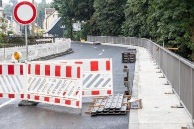 Die Bauarbeiten an der B 95 in Bärenstein, im Bereich der Oberwiesenthaler Straße 20 bis 34, sollen am Freitag zu Ende gehen.