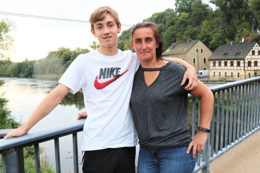 Nicole Pahlitzsch und ihr Sohn Maximilian Pahlitzsch aus dem Flöhaer Ortsteil Falkenau. Maximilian wurde während der Hochwasserkatastrophe am 13. August 2002 geboren.