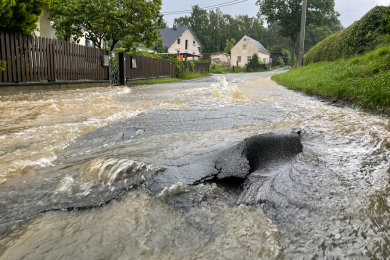 Teile des Straßennetzes bei Stöckigt sind nach dem Unwetter noch immer nicht befahrbar.
