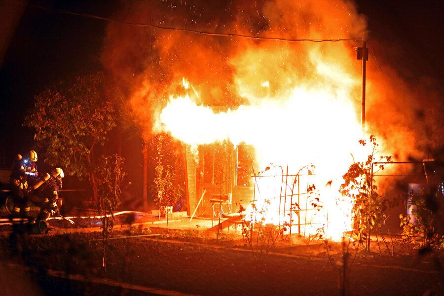 Gartenlaube in Glauchau in Flammen