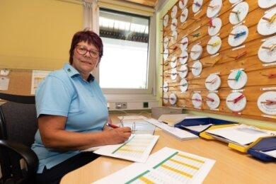Verkehrsmeisterin Heike Burkert koordiniert die Dienstpläne der 74 Fahrer.