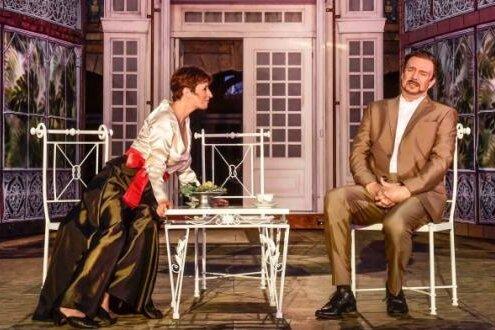 """""""My Fair Lady"""" in Chemnitz: Sie, Franziska Krötenheerdt als Eliza Doolittle, eröffnet ihm, Matthias Winter in Henry Higgins' Rolle, dass sie künftig ohne ihn auskommen will und kann."""