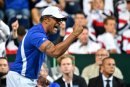 Frankreichs Kapitän Yannick Noah feiert den Finaleinzug