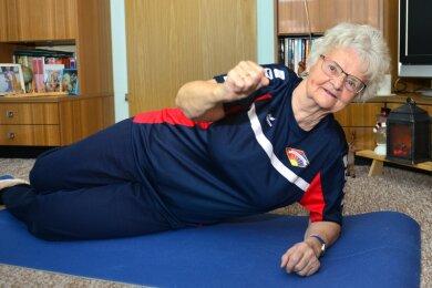 Auch mit 85 Jahren noch fit: Renate Winkler, die Ehrenpräsidentin des TSV Fortschritt Mittweida. Zudem steht sie den jungen Turnern des Vereins immer noch mit Rat und Tat zur Seite.