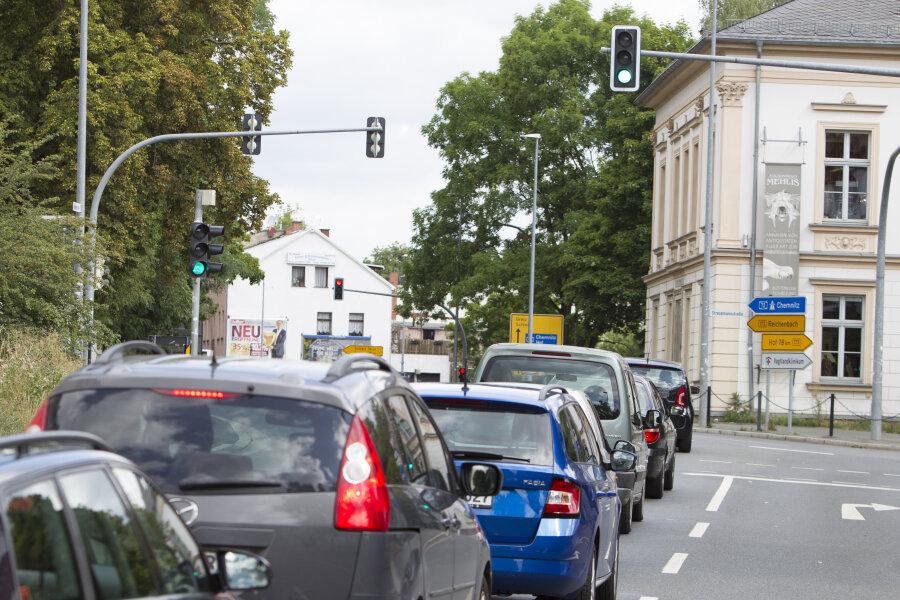 Grün beim Zwav, Rot am Abzweig Reißiger Straße im Hintergrund. Dabei entstehen Rückstaus bis auf die Kreuzung Hammerstraße/Stresemannstraße. Das soll sich ändern.