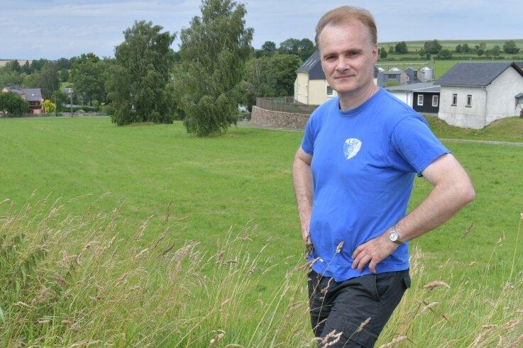 Jens Härtig will sich um das Bürgermeisteramt bewerben, hier auf seiner Laufstrecke mit Blick über Großhartmannsdorf.