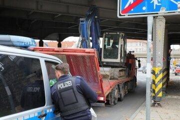 Zur Bergung musste die Reichenhainer Straße kurzzeitig gesperrt werden.